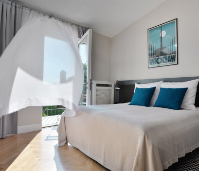 bedroom-with-view-from-the-balcony-wawel-castle