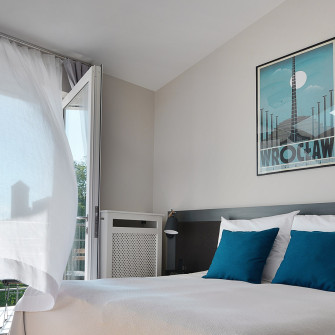 apartment-in-krakow-with-bed-polish-poster-wrocław-and-wawel-castle-view