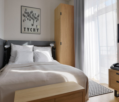 studio-for-two-people-bed-and-balcony