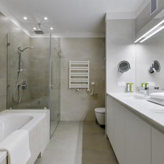apartment-bathroom-bath-shower-mirror