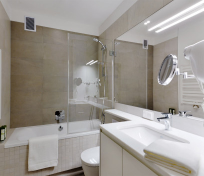 apartment-clean-white-bathroom-marble