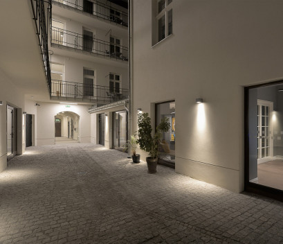 stradonia-courtyard-at-night